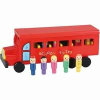 Schoolbus rood met kinderen; Mooi afgewerkt